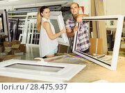 Купить «Manager of workshop for assembly of plastic windows with satisfied female client», фото № 28475937, снято 19 июля 2017 г. (c) Яков Филимонов / Фотобанк Лори