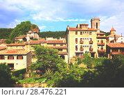catalan village in summer. Besalu. Стоковое фото, фотограф Яков Филимонов / Фотобанк Лори