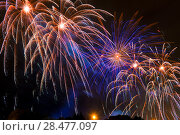 splashes bright beautiful salute in the night sky on New Year's Eve. Стоковое фото, фотограф Константин Лабунский / Фотобанк Лори