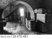 Barrels in the king's storehouse at the Fortress of Louisbourg, Louisbourg, Cape Breton Island, Nova Scotia, Canada (2016 год). Стоковое фото, фотограф Keith Levit / Ingram Publishing / Фотобанк Лори