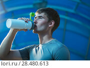 Купить «Young exhausted athlete drinking fresh water to refresh during a running trail», фото № 28480613, снято 22 июня 2014 г. (c) Ingram Publishing / Фотобанк Лори