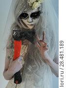 Купить «Halloween witch holding axe», фото № 28481189, снято 21 сентября 2014 г. (c) Ingram Publishing / Фотобанк Лори