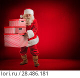 Купить «Photo of kind Santa Claus holding huge gift boxes and looking at camera. Full length portrait», фото № 28486181, снято 17 января 2013 г. (c) Ingram Publishing / Фотобанк Лори