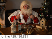 Купить «Santa Claus at Home eating cookies and drinking milk», фото № 28486881, снято 20 октября 2015 г. (c) Ingram Publishing / Фотобанк Лори