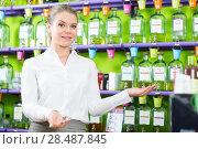 Купить «Saleswoman welcoming in perfume store», фото № 28487845, снято 24 апреля 2018 г. (c) Яков Филимонов / Фотобанк Лори