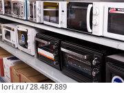 Купить «Image of assortment of a kitchen electric microwaves at store», фото № 28487889, снято 1 марта 2018 г. (c) Яков Филимонов / Фотобанк Лори