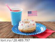 Купить «donut with american flag decoration and drink», фото № 28489797, снято 28 мая 2015 г. (c) Syda Productions / Фотобанк Лори