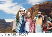 Купить «friends with backpack taking selfie by smartphone», фото № 28490057, снято 25 июля 2015 г. (c) Syda Productions / Фотобанк Лори