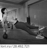 Купить «Crossfit fitness woman push ups with Kettlebell rear pushup exercise», фото № 28492721, снято 19 апреля 2019 г. (c) Ingram Publishing / Фотобанк Лори