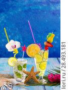 Купить «Mojito and lemon lime Cocktails in tropical Caribbean blue wood with starfish flowers and seashells», фото № 28493181, снято 27 марта 2019 г. (c) Ingram Publishing / Фотобанк Лори