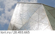Купить «Омск. Фрагмент поверхности зеркального фонтана на фоне неба», видеоролик № 28493665, снято 22 мая 2018 г. (c) Круглов Олег / Фотобанк Лори