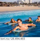 Купить «Teenager surfer group boys and girls swimming over the surfboard in santa monica california», фото № 28494493, снято 20 июня 2019 г. (c) Ingram Publishing / Фотобанк Лори