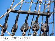 Купить «Vintage wooden boat pulley and ropes detail under blue sky», фото № 28495133, снято 12 мая 2013 г. (c) Ingram Publishing / Фотобанк Лори