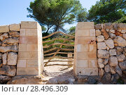 Menorca traditional wooden fence gate in Balearic islands of Spain. Стоковое фото, фотограф Tono Balaguer / Ingram Publishing / Фотобанк Лори