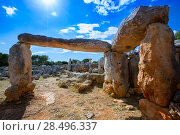 Taules of Menorca Torre de en Gaumes Galmes at Balearic islands of Spain (2013 год). Стоковое фото, фотограф Tono Balaguer / Ingram Publishing / Фотобанк Лори