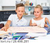 Купить «Girl and boy are satisfied of play in board game», фото № 28498281, снято 7 августа 2017 г. (c) Яков Филимонов / Фотобанк Лори