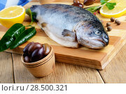 Купить «Raw trout on the chopping board with lemon and spices», фото № 28500321, снято 20 марта 2013 г. (c) Ingram Publishing / Фотобанк Лори