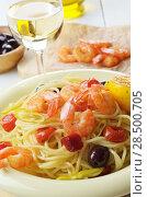 Купить «Seafood spaghetti pasta dish with shrimps and cherry tomatoes served with white wine», фото № 28500705, снято 19 января 2019 г. (c) Ingram Publishing / Фотобанк Лори