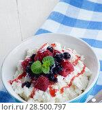 Купить «Cottage cheese in blue bowl with raspberries blueberries and mint», фото № 28500797, снято 24 апреля 2013 г. (c) Ingram Publishing / Фотобанк Лори