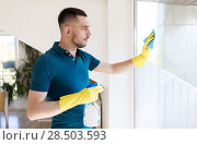 Купить «man in rubber gloves cleaning window with rag», фото № 28503593, снято 10 мая 2018 г. (c) Syda Productions / Фотобанк Лори