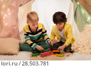 Купить «boys playing toy blocks in kids tent at home», фото № 28503781, снято 18 февраля 2018 г. (c) Syda Productions / Фотобанк Лори