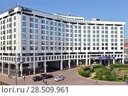 Купить «Radisson Blu Slavyanskaya Hotel and Business Center. Москва», фото № 28509961, снято 30 мая 2018 г. (c) Валерия Попова / Фотобанк Лори