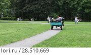 Купить «Workers on gardening in the park», видеоролик № 28510669, снято 20 апреля 2018 г. (c) Потийко Сергей / Фотобанк Лори