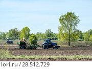 Купить «Посевные работы», фото № 28512729, снято 27 мая 2018 г. (c) Игорь Боголюбов / Фотобанк Лори