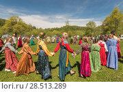 Купить «Ancient Russian rite: traditional dances.», фото № 28513289, снято 27 мая 2018 г. (c) Jan Jack Russo Media / Фотобанк Лори