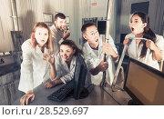Купить «Five adults emotionally and playfully posing», фото № 28529697, снято 6 июля 2017 г. (c) Яков Филимонов / Фотобанк Лори
