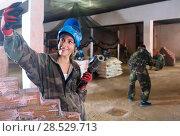 Купить «girl is making selfie in paintball battle.», фото № 28529713, снято 10 июля 2017 г. (c) Яков Филимонов / Фотобанк Лори