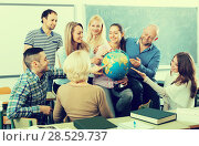 Купить «students chatting at training session for employees during break in classroom», фото № 28529737, снято 19 сентября 2018 г. (c) Яков Филимонов / Фотобанк Лори