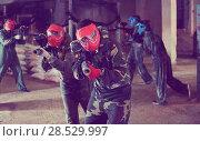 Купить «Players of red team are ready for attack on battlefield.», фото № 28529997, снято 10 июля 2017 г. (c) Яков Филимонов / Фотобанк Лори