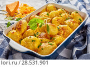 Купить «new potatoes baked with cheddar cheese», фото № 28531901, снято 18 мая 2018 г. (c) Oksana Zh / Фотобанк Лори