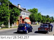 Купить «Город Гдов. Улица Карла Маркса», фото № 28543257, снято 3 июня 2018 г. (c) Владимир Кошарев / Фотобанк Лори