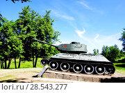 Купить «Город Гдов. Танк Т-34 на постаменте», фото № 28543277, снято 3 июня 2018 г. (c) Владимир Кошарев / Фотобанк Лори