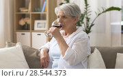 Купить «senior woman drinking red wine from glass at home», видеоролик № 28544373, снято 29 мая 2018 г. (c) Syda Productions / Фотобанк Лори