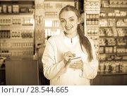 Купить «Portrait of female pharmacist», фото № 28544665, снято 19 сентября 2019 г. (c) Яков Филимонов / Фотобанк Лори