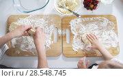 Купить «Mom with her little daughter forms pancakes with their hands», видеоролик № 28548745, снято 17 июля 2019 г. (c) Константин Шишкин / Фотобанк Лори