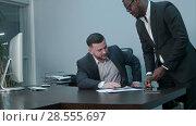 Купить «Afro-american businessmen counting money on desk and giving bills to his caucasian partner, they shaking hands positively», видеоролик № 28555697, снято 11 мая 2017 г. (c) Vasily Alexandrovich Gronskiy / Фотобанк Лори