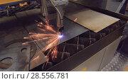 Купить «CNC plasma cutting of metal, modern industrial technology», видеоролик № 28556781, снято 5 июня 2018 г. (c) Андрей Радченко / Фотобанк Лори
