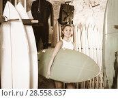 Купить «positive woman choosing colorful surfboard in the modern shop», фото № 28558637, снято 22 августа 2017 г. (c) Яков Филимонов / Фотобанк Лори