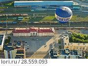 """Купить «Воздушный шар летит над вокзалом """"Рязань - 1""""», фото № 28559093, снято 27 мая 2018 г. (c) Инна Грязнова / Фотобанк Лори"""