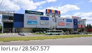 Купить «ТРЦ ''Малибу'', город Липецк», фото № 28567577, снято 8 июня 2018 г. (c) Евгений Будюкин / Фотобанк Лори