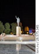Купить «Памятник Гейдару Алиеву в центре Баку на Зимнем бульваре. Азербайджан», фото № 28575345, снято 25 сентября 2017 г. (c) Евгений Ткачёв / Фотобанк Лори