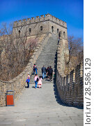 Купить «China, Beijing. Tourists climb to the tower on the Great Wall of China», фото № 28586129, снято 2 апреля 2017 г. (c) Яна Королёва / Фотобанк Лори