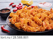 Купить «eep-fried shrimps on a black plate», фото № 28588801, снято 7 июня 2018 г. (c) Oksana Zh / Фотобанк Лори