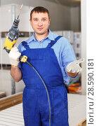 Купить «Construction worker holding electric perforator», фото № 28590181, снято 4 мая 2018 г. (c) Яков Филимонов / Фотобанк Лори
