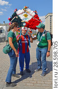 Купить «2018 FIFA World Cup. Mexican Fans from on Manege Square in center of Moscow», фото № 28598705, снято 17 июня 2018 г. (c) Валерия Попова / Фотобанк Лори