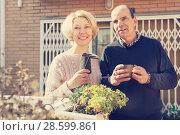 Купить «Elderly cuople talking at balcon», фото № 28599861, снято 16 октября 2018 г. (c) Яков Филимонов / Фотобанк Лори